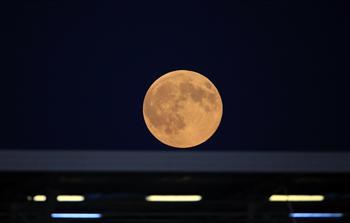 超級月亮照亮8月天宇 社群媒體分享美景