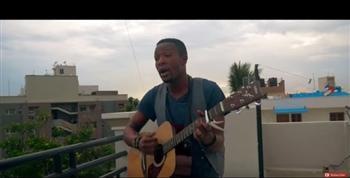 影片:這個黑人自彈自唱起周杰倫的稻香,一聽到他的歌聲,原本打算看笑話的人都被吸引了!