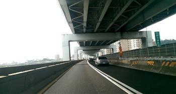 淹水救星 台北市試鋪超強吸水路面
