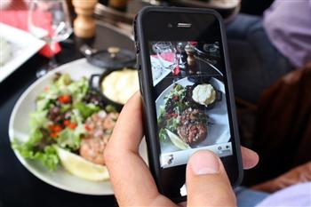 德國法律:美食上桌先拍照 小心侵權