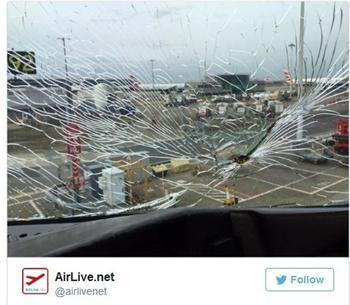 擋風玻璃破碎 美客機載195人迫降倫敦
