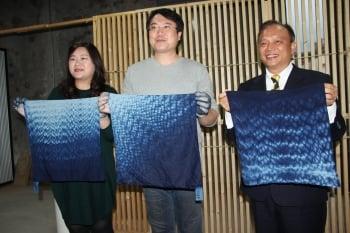 參訪台灣設計展 基隆市長夫婦體驗天然染