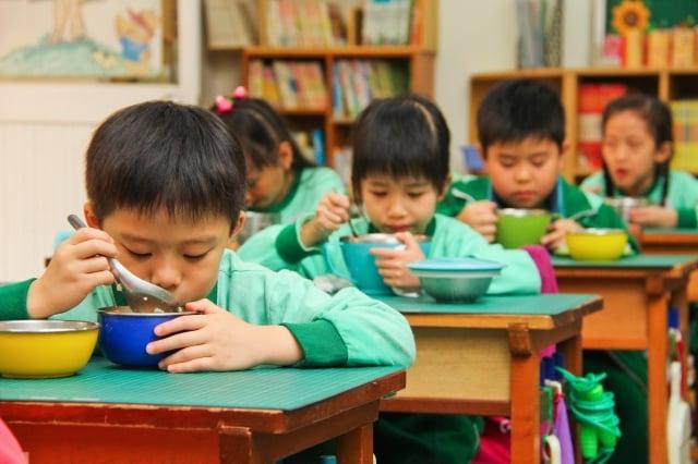 台中市104學年度起,全市307所學校每週蔬食日須全面改為非基改。(台中市政府提供)