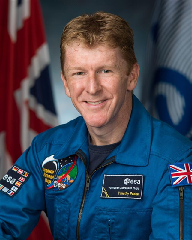 英國宇航員皮克(Tim Peake)從國際空間站發布推特信息說,自己致電地球,為打錯電話號碼表示道歉。(維基百科共有領域)