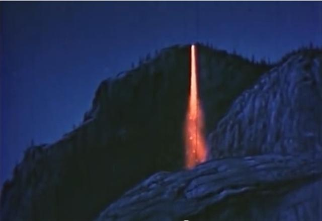 美國優勝美地國家公園的火瀑布-馬尾瀑布。(視頻截圖)