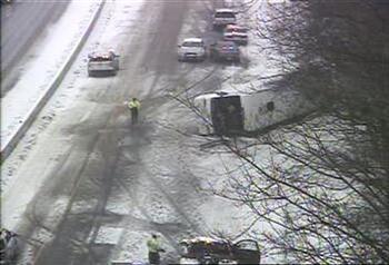 美康州賭場巴士大雪中翻覆 30人受傷