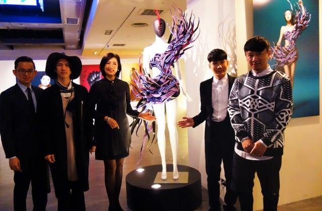 大人物慈善攝影展《夢想盒》台中場4日揭幕。(記者黃玉燕/攝影)