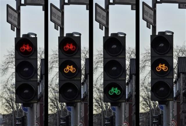 德國紅綠燈有自行車標誌。(網路圖片)