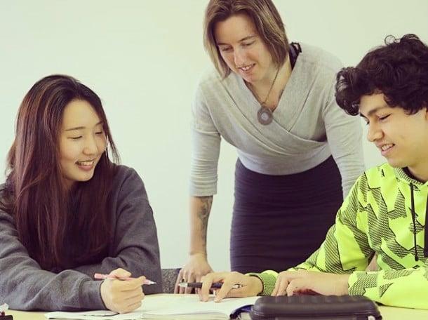 參加語言學校課程,也能讓英語進步,認識各國朋友。(天下留學提供)
