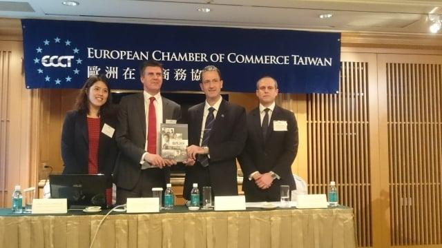 歐洲商會與米高蒲志顧問公司共同發布〈2016年大中華區薪資與就業展望報告〉。(記者蕭軒/攝影)