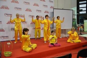 俄羅斯健康展 法輪功展位有正能量