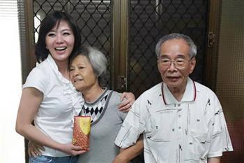 「錢不是我的」 清寒婦撿150萬臺幣還失主