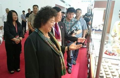 高雄市長陳菊親臨第三屆高雄國際珠寶展會場。(記者方金媛/攝影)