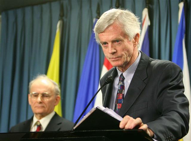 二零零七年,兩位調查員大衛-喬高和大衛-麥塔斯在渥太華國會公佈了《血腥的活摘器官——加拿大關於中共活取法輪功學員器官調查報告》。(大紀元)