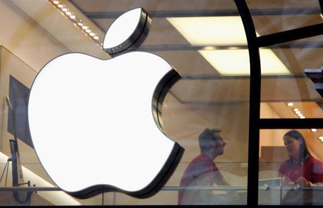 在被蘋果收購之後,Siri團隊近日又有兩名關鍵人物宣布離職。該團隊的幾乎所有人員都已離職。圖為蘋果旗艦零售店(Scott Barbour/Getty Images)