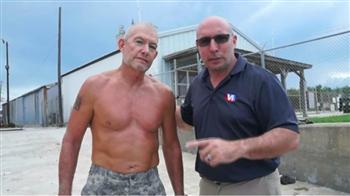 【影片】一條長褲就能救命?!美國海軍陸戰隊員親自傳授一招「溺水保命法」,沒帶救生圈也不害怕了!