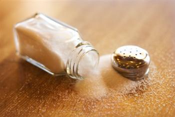 研究:吃鹽太少無益健康 心臟病風險增
