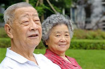 可笑!想領老人津貼?請手持當天報紙拍照,證明你還活著......