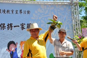 花蓮水保家族展成果 體驗鳳梨採果樂