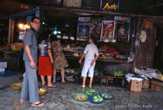 1984年基隆蔬菜攤。(Doi Kuro提供)