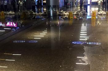 大雷雨機捷水管破 積水淹入桃機二航廈