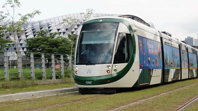 高雄市政府捷運工程局28日辦理輕軌第二階段統包工程開標。(中央社資料照)