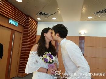 鳳小岳赴港和女友公證 黃秋生見證恭喜