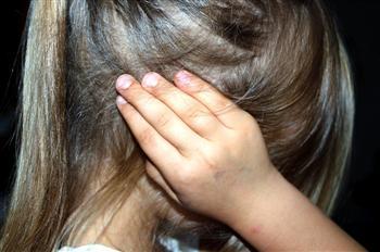 湖北女子撕前副省長題字  被刑拘52天