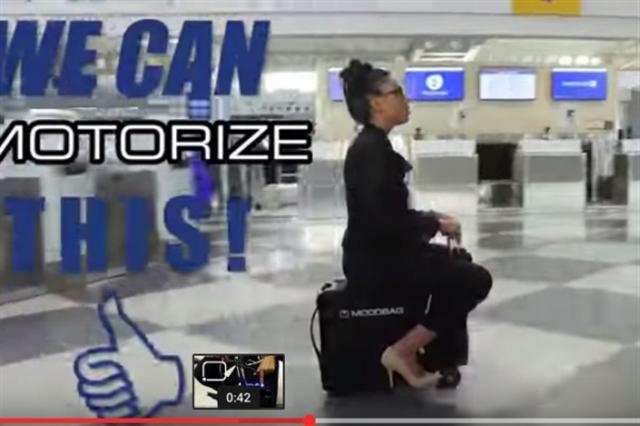 可以騎乘的隨身行李Modobag。(YouTube視頻截圖)