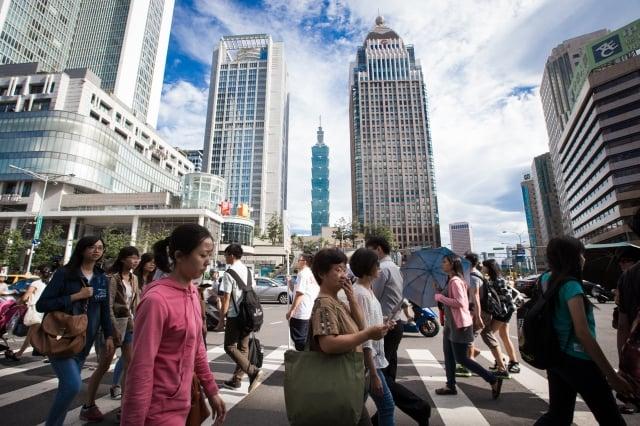 台灣人口 變女變老
