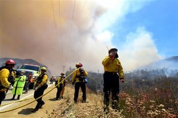 山火持續 洛杉磯縣進入緊急狀態