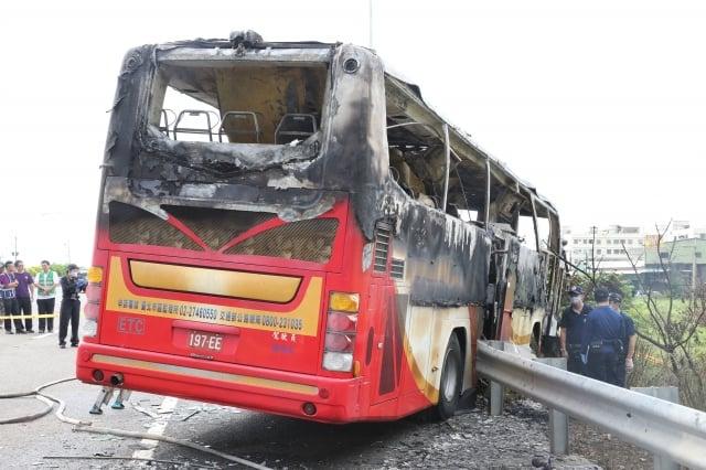 陸客團火燒車 司機酒駕疑自焚