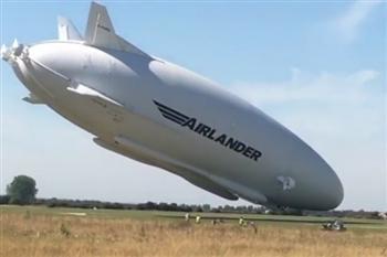 巨無霸飛艇倫敦二次試飛 撞電線桿掉下來