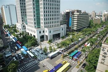 200輛遊覽車包圍交通部 提3大訴求要生存