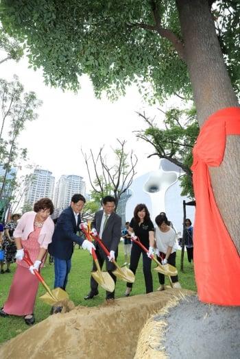 響應百萬植樹計畫 企業捐歌劇院原生成樹23棵