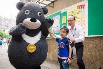 開學充滿時事氛圍  寶可夢、熊讚迎新生