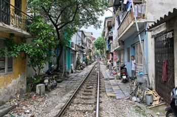奇觀!河內老城區狹窄的火車街