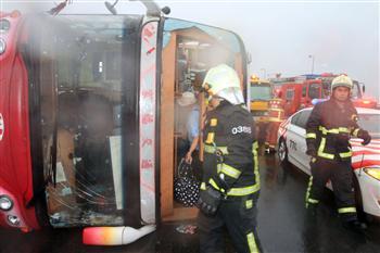 颱風襲台 國3遊覽車翻車3日客輕傷