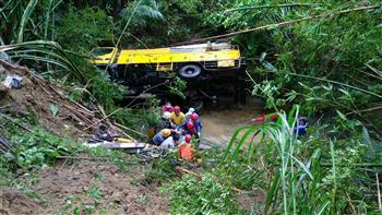 台電搶修連人帶車墜山谷 3人受傷送醫