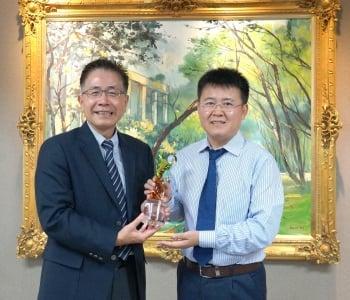 「年輕天文學者獎」得主劉繼峰教授訪台 窺視黑洞奧秘