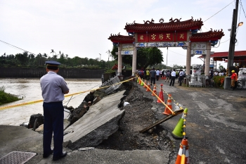 蔡英文南下勘災:極端氣候加劇 災防強度應重新檢討