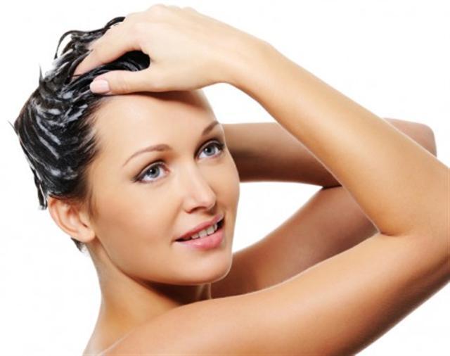 瀉鹽能幫助去除頭髮多餘的油脂和其它護髮產品的堆積物。(Fotolia)
