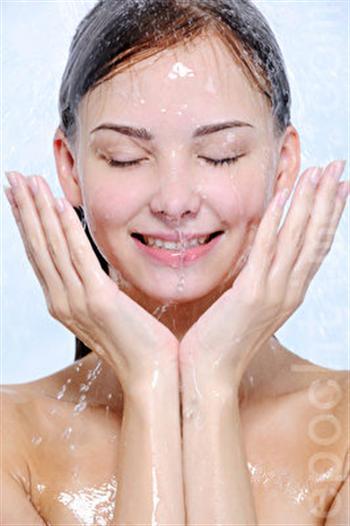 瀉鹽可清除肌膚毛孔深處的污垢。(Fotolia )