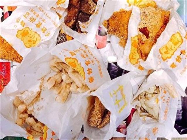 根據社群網站《Dcard》統計票選,鹹酥雞最熱門必點的品項由甜不辣奪冠,豆腐類緊接在後。(中央社)