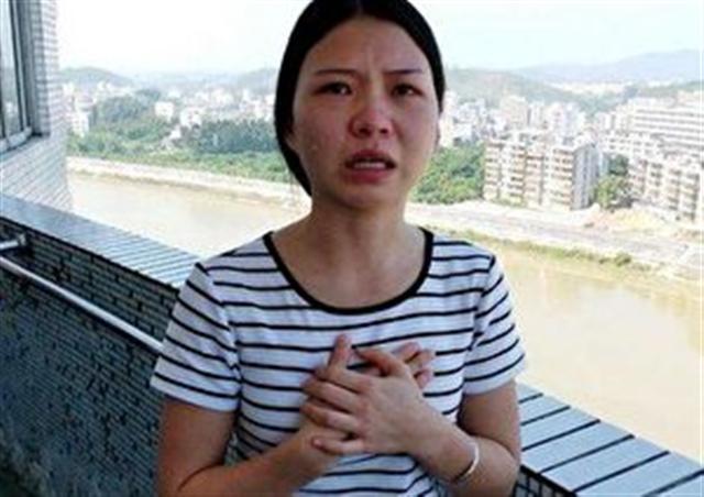 提起母親,曹夢媛淚流滿面。(網路圖片)