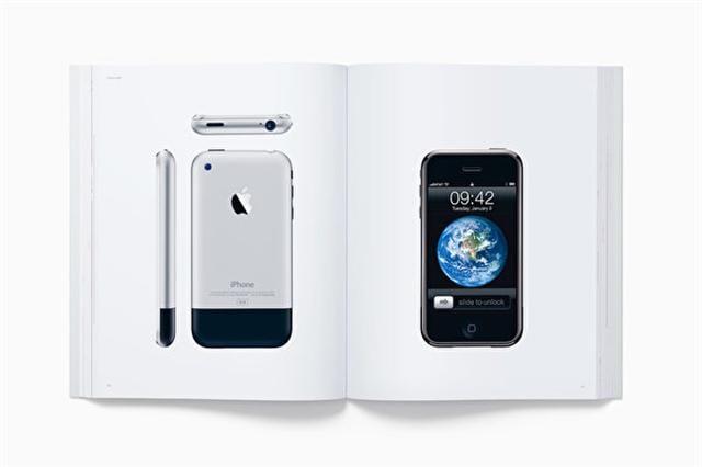 蘋果公司將過去近20年來蘋果產品的完成品及內部結構的照片做成畫冊,將於2016年11月16日開始上市出售。(Apple.com for Media)
