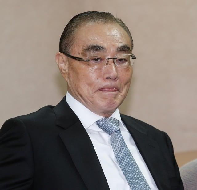 退役將領到中國大陸參加官式活動引起爭議,國防部長馮世寬(圖)16日表示,未來應該有個相關規範比較好。(中央社)