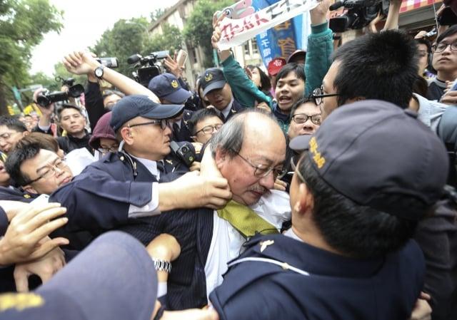 勞基法修法 立院外爆衝突