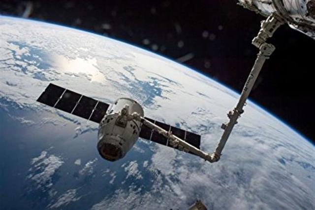 地球之外的太空對人類實在是太神秘了,太多的謎團懸而未決。圖為從宇宙飛船上看地球 。(NASA)