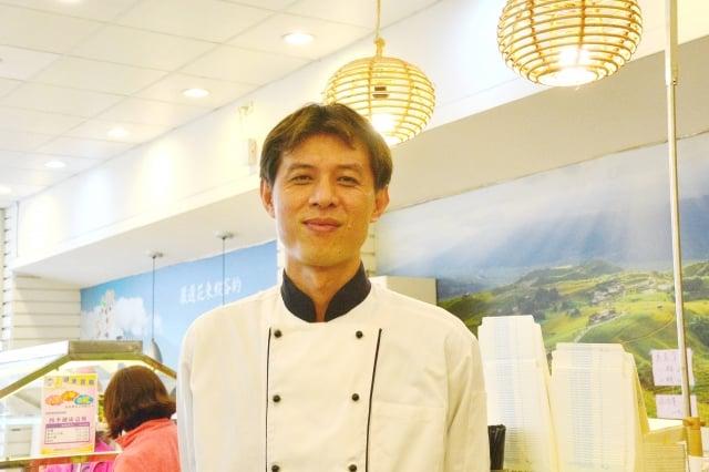 四季村蔬食餐廳主廚王崑樺,做了20幾年的素菜料理,對於火侯的掌控已能得心應手。(攝影/玫玲)